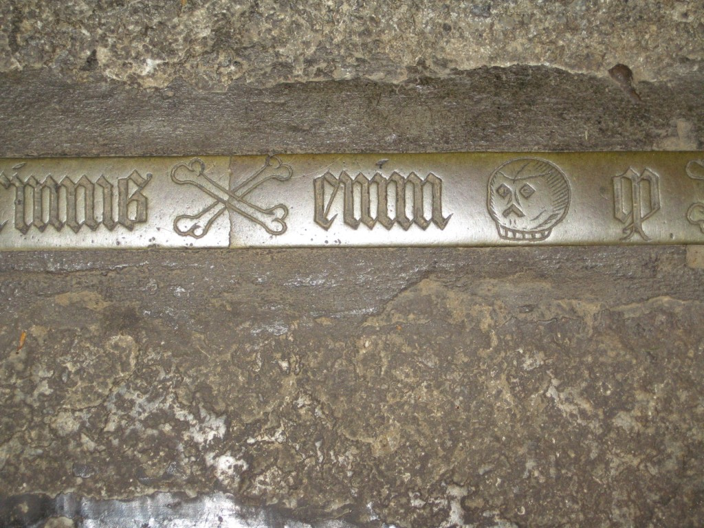 Photograph of part of the inscription showing skull and cross bones